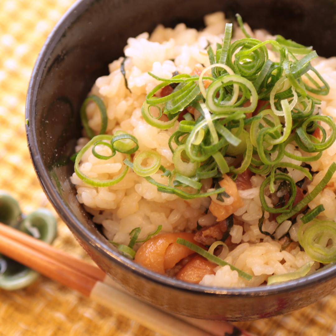 レンジで簡単、5分で完成「焼き鳥タレ缶と大葉の混ぜご飯」
