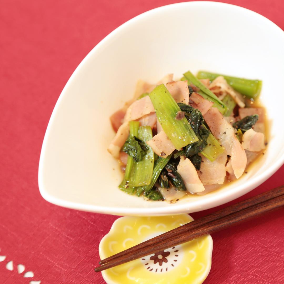 レンジで簡単、10分で完成「小松菜とベーコンとアンチョビの洋風おひたし」@ズボラ飯
