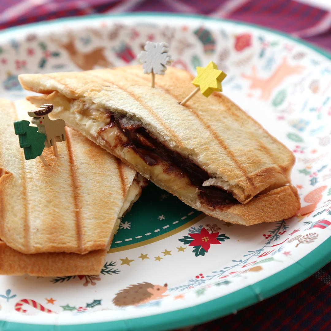 ホットサンドメーカーで簡単、8分で完成「クリームチーズとチョコバナナサンド」@ズボラ飯