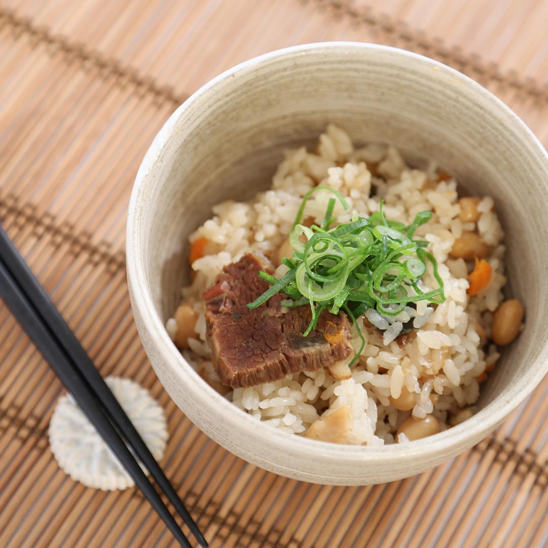 炊飯器で簡単、調理時間5分「牛肉大和煮と煮豆の炊き込みご飯」@ズボラ飯