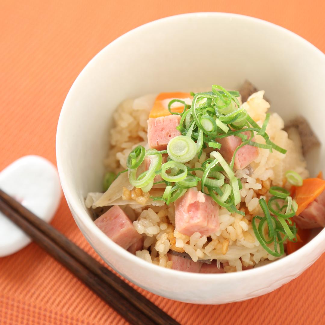 炊飯器で簡単、調理時間5分「スパムと根菜の炊き込みご飯」@ズボラ飯