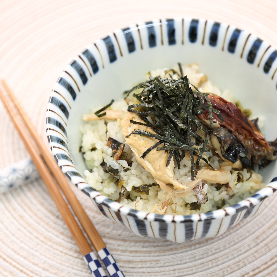 炊飯器で簡単、調理時間5分「コンビニ焼きサバと高菜の炊き込みご飯」@ズボラ飯