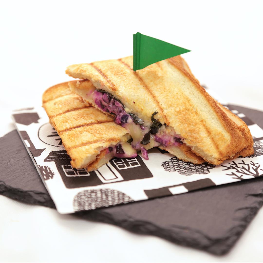 ホットサンドメーカーで簡単、7分で完成「しば漬けとチーズの和風ホットサンド」@ズボラ飯