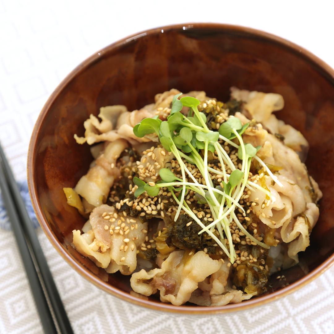 レンジで簡単、5分で完成「ガッツリ豚バラ高菜丼」@ズボラ飯