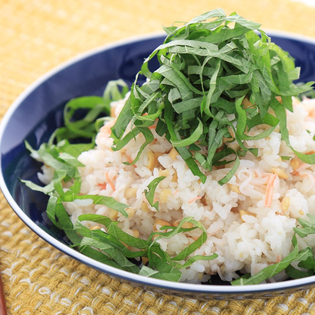 混ぜるだけで簡単、10分で完成「カニカマのアジアンちらし寿司」