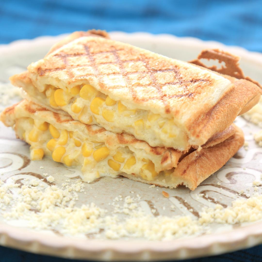 ホットサンドメーカーで簡単、5分で完成「コーンマヨチーズのホットサンド」@ズボラ飯