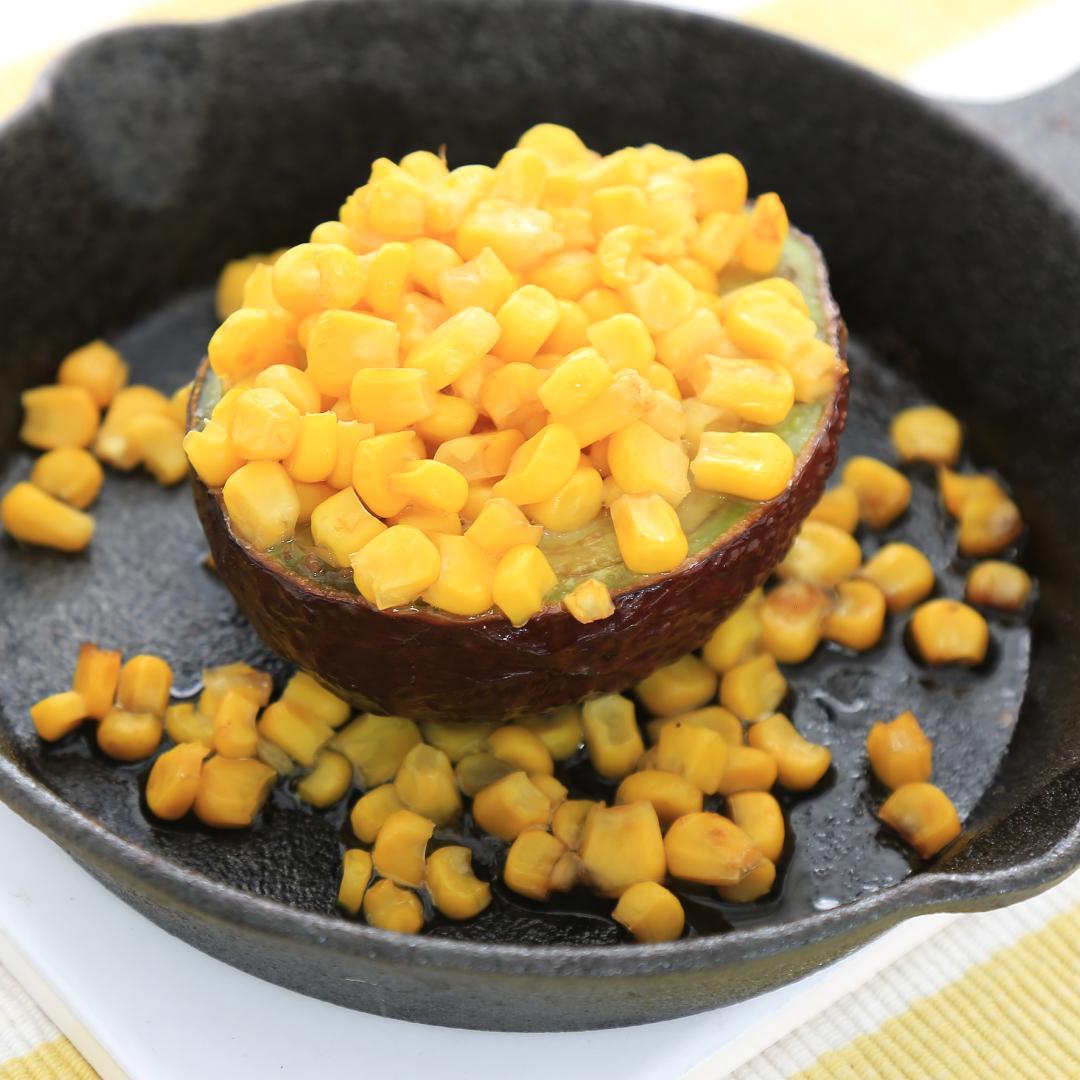 トースターで簡単、12分で完成「アボカドとコーンのバターしょうゆ焼き」@ズボラ飯