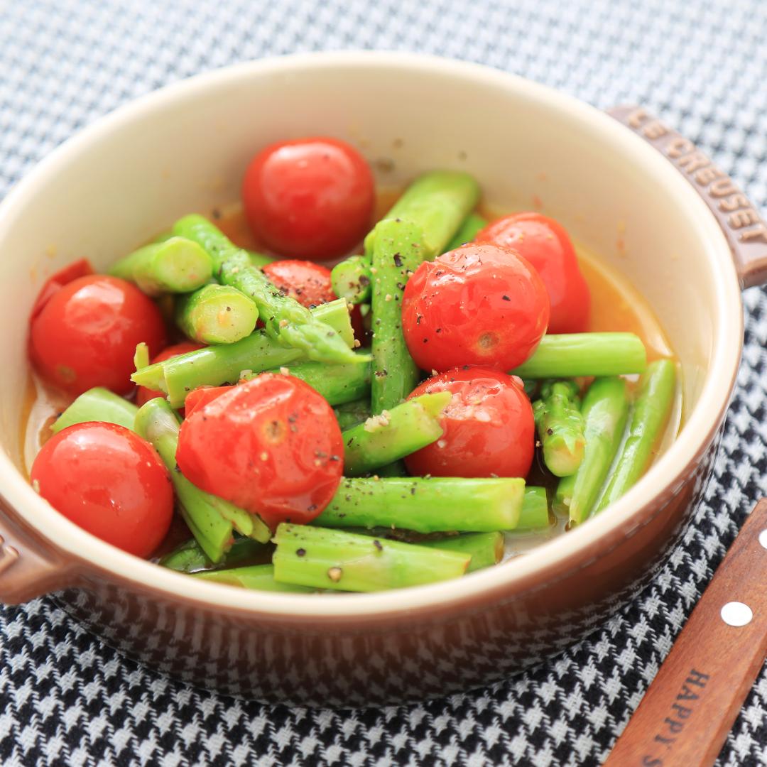 レンジで簡単、5分で完成「アスパラとトマトのオイル煮」@ズボラ飯