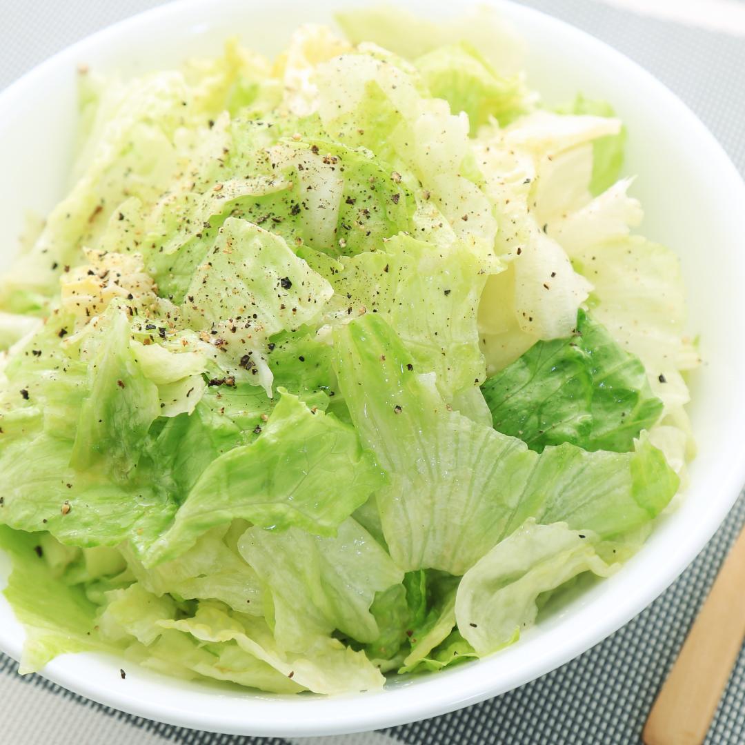 混ぜるだけで簡単、15分で完成「レタス丸ごと塩麹サラダ」@ズボラ飯