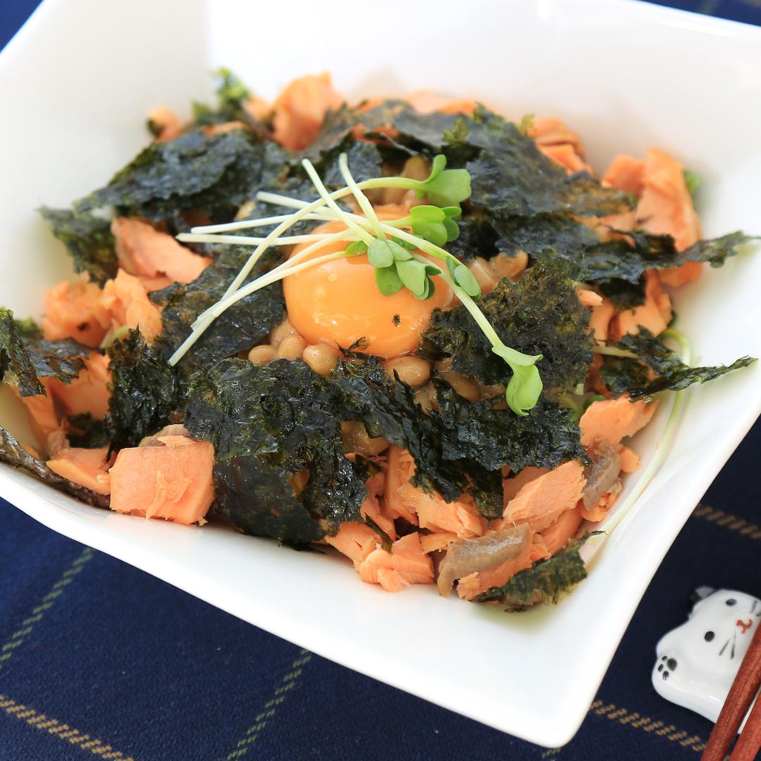 混ぜるだけで簡単、5分で完成「鮭と納豆丼」