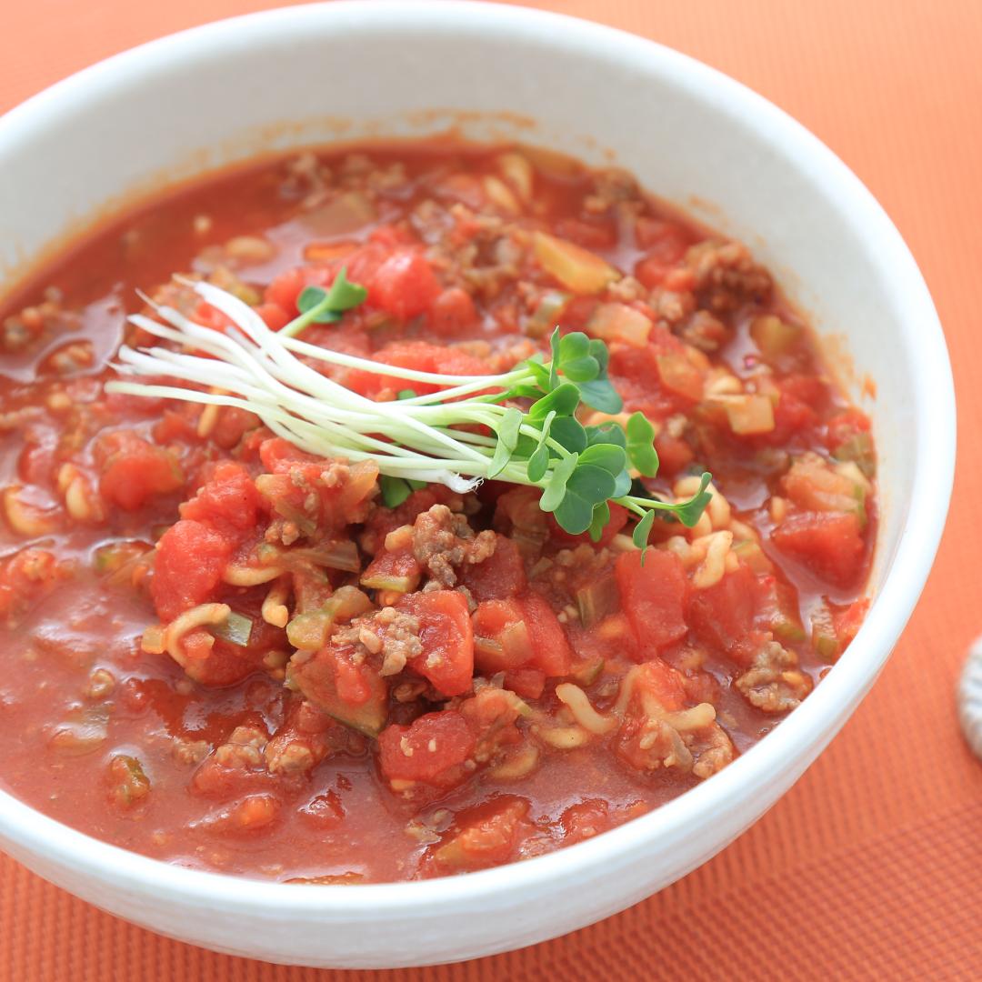 レンジで簡単、12分で完成「トマト辛ラーメン」@ズボラ飯