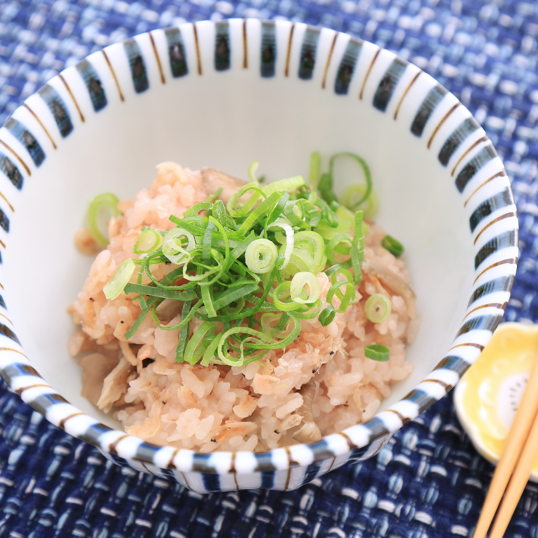 炊飯器で簡単、調理時間5分「桜海老とまいたけの炊き込みご飯」@ズボラ飯
