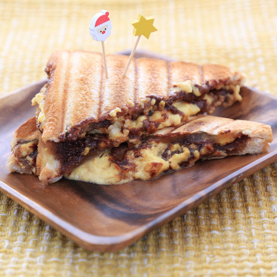 ホットサンドメーカーで簡単、5分で完成「プリンとチョコとクリームチーズのホットサンド」@ズボラ飯