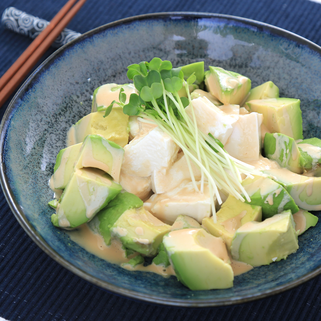 混ぜるだけで簡単、5分で完成「アボカド と絹ごし豆腐のカラシマヨネーズ」@ズボラ飯