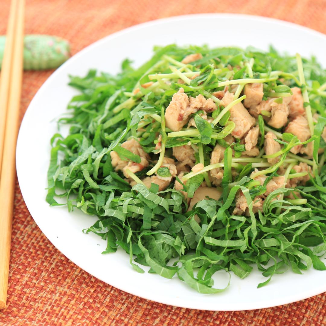 混ぜるだけで簡単、7分で完成「サラダチキンと豆苗と大葉のサラダ」@ズボラ飯