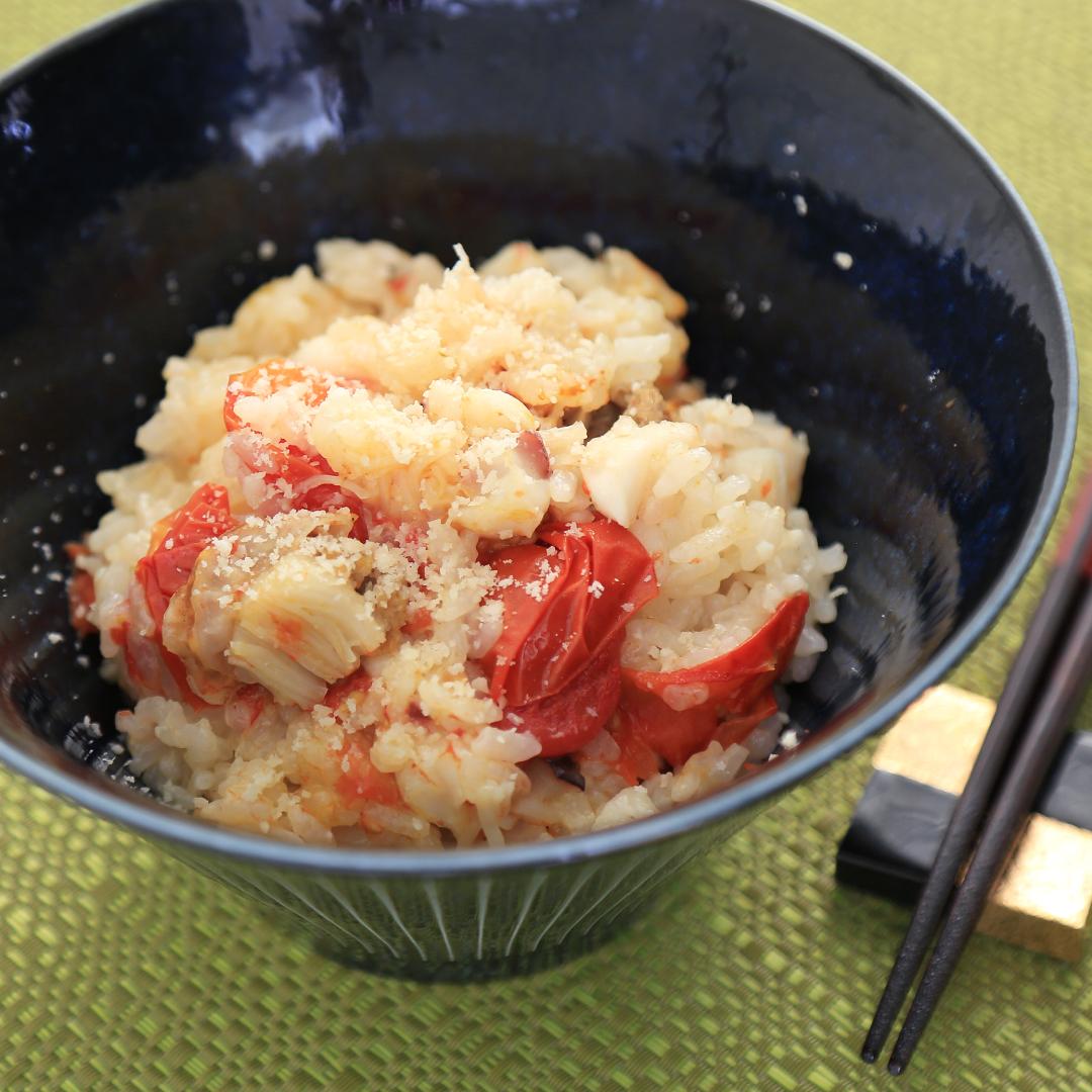 炊飯器で簡単、調理時間8分「ベビーホタテとイカとトマトの炊き込みご飯」@ズボラ飯