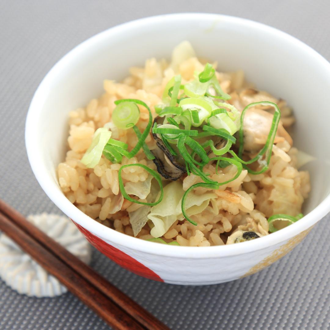 炊飯器で簡単、調理時間8分「キャベツと牡蠣の炊き込みご飯」@ズボラ飯