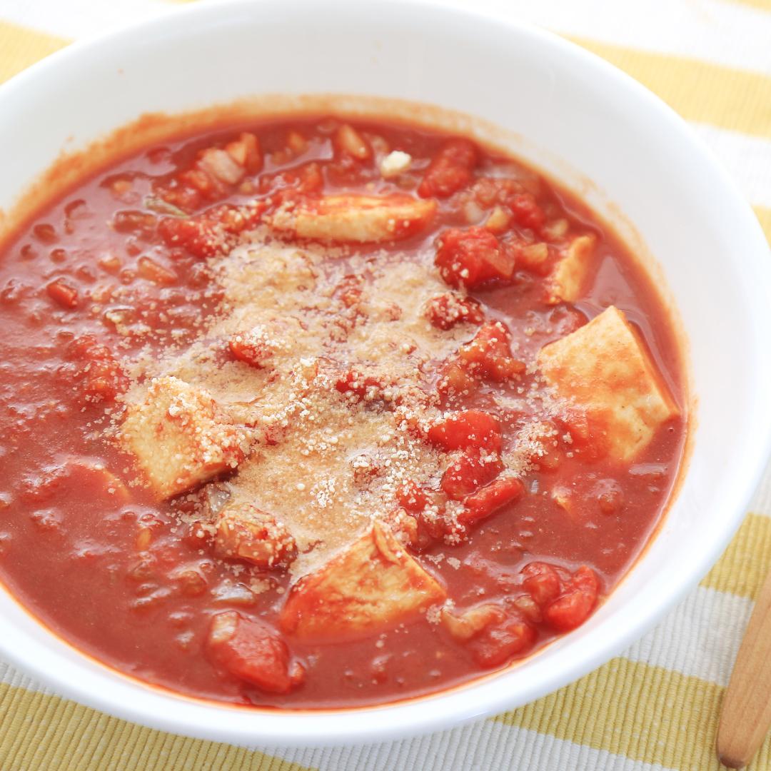 電子レンジで簡単、8分で完成「サラダチキンのトマト煮込み」@ズボラ飯
