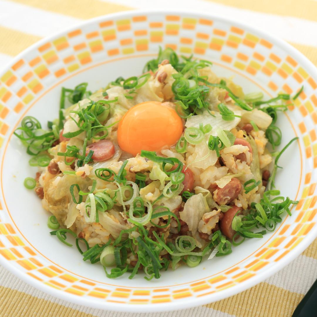 電子レンジで簡単、8分で完成「ダブル卵のレタス納豆チャーハン」@ズボラ飯