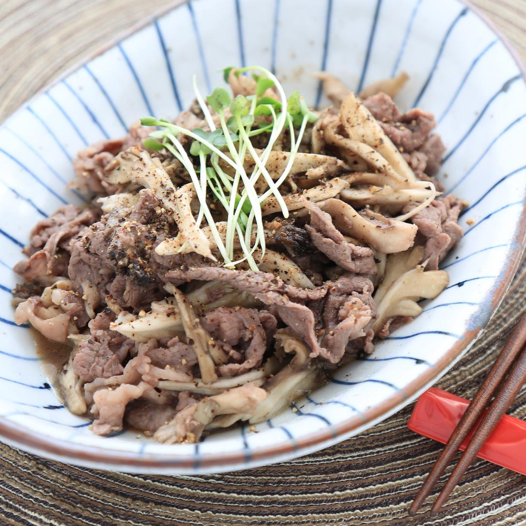 電子レンジで簡単、8分で完成「牛肉と舞茸のニンニクバター炒め」@ズボラ飯
