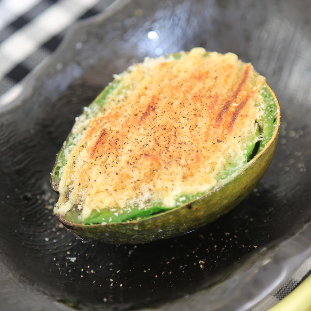 トースターで簡単、10分で完成「アボカドと卵とチーズとマヨ焼き」@ズボラ飯