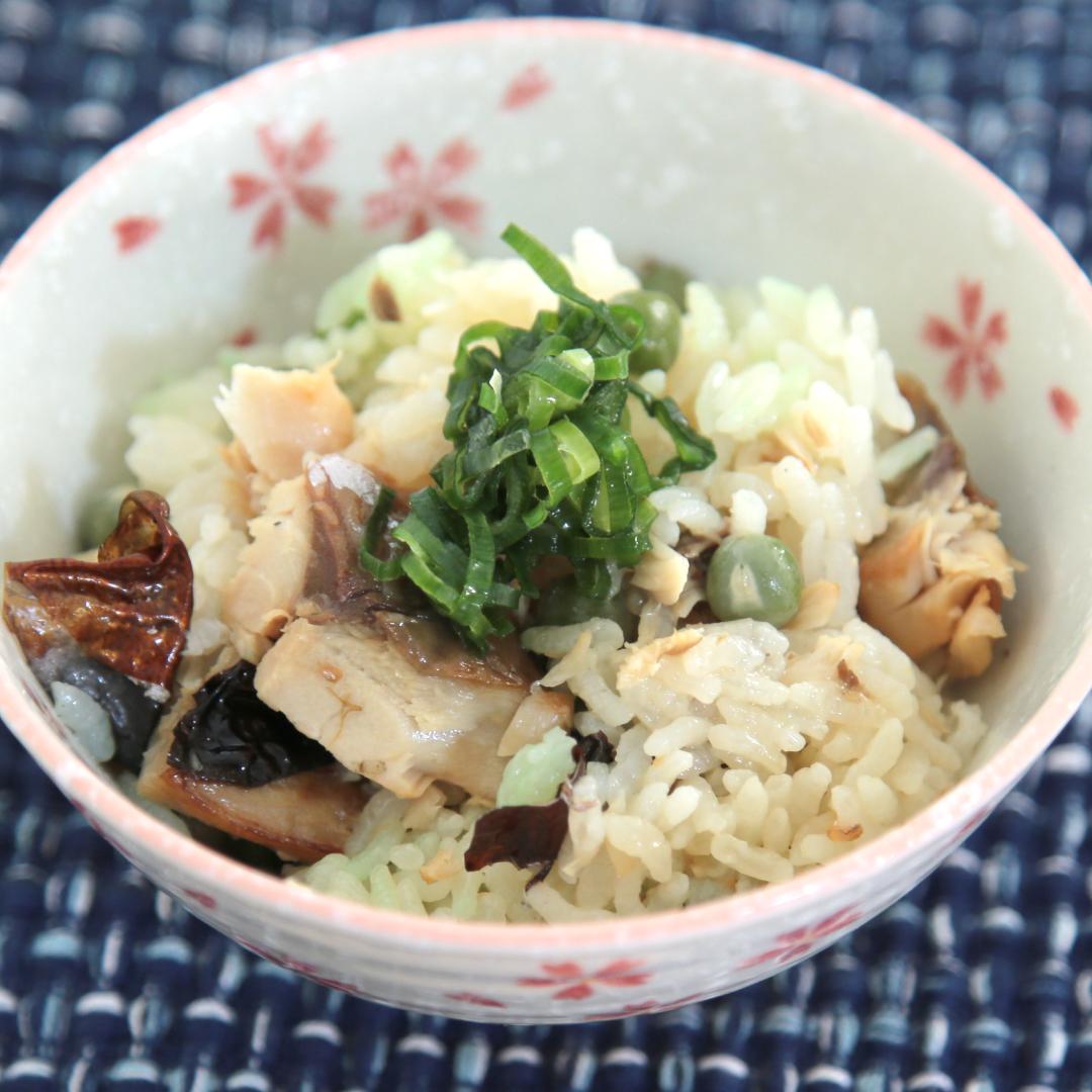 炊飯器で簡単、調理時間8分「コンビニ塩さばの豆ご飯」@ズボラ飯