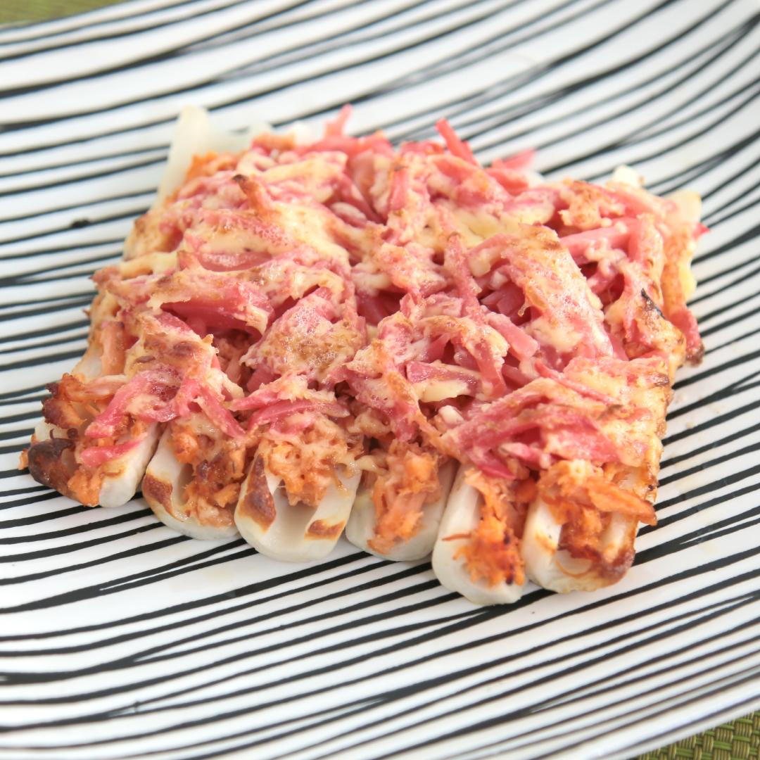 トースターで簡単、7分で完成「ちくわとシャケフレークと紅生姜のマヨ焼き」@ズボラ飯