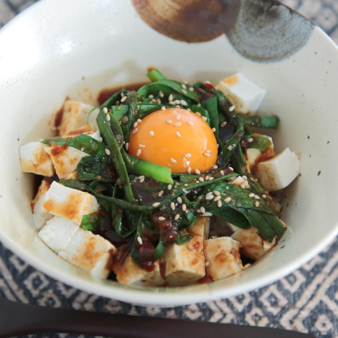 電子レンジで簡単、8分で完成「玄米と木綿豆腐とニラのダイエット丼」@ズボラ飯