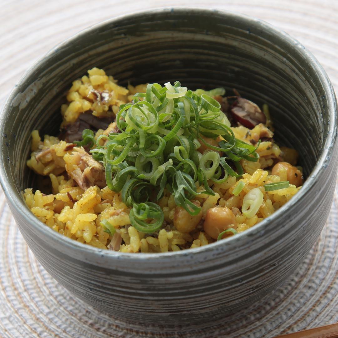 炊飯器で簡単、調理時間8分「サバ缶とミックスビーンズのカレー風味の炊き込みご飯」@ズボラ飯