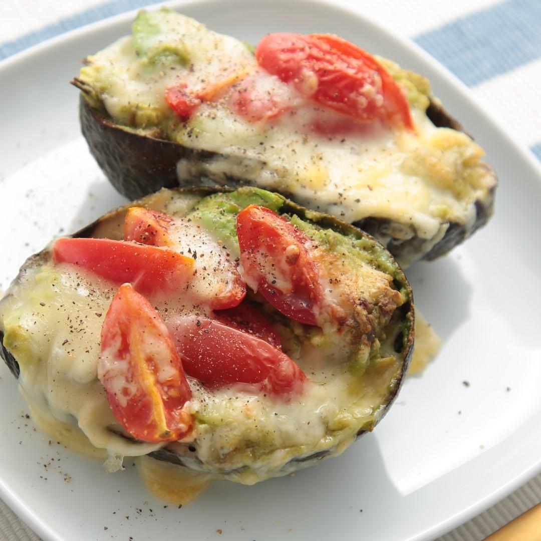 トースターで簡単、10分で完成「アボカドチーズのナンプラー風味のグラタン」@ズボラ飯