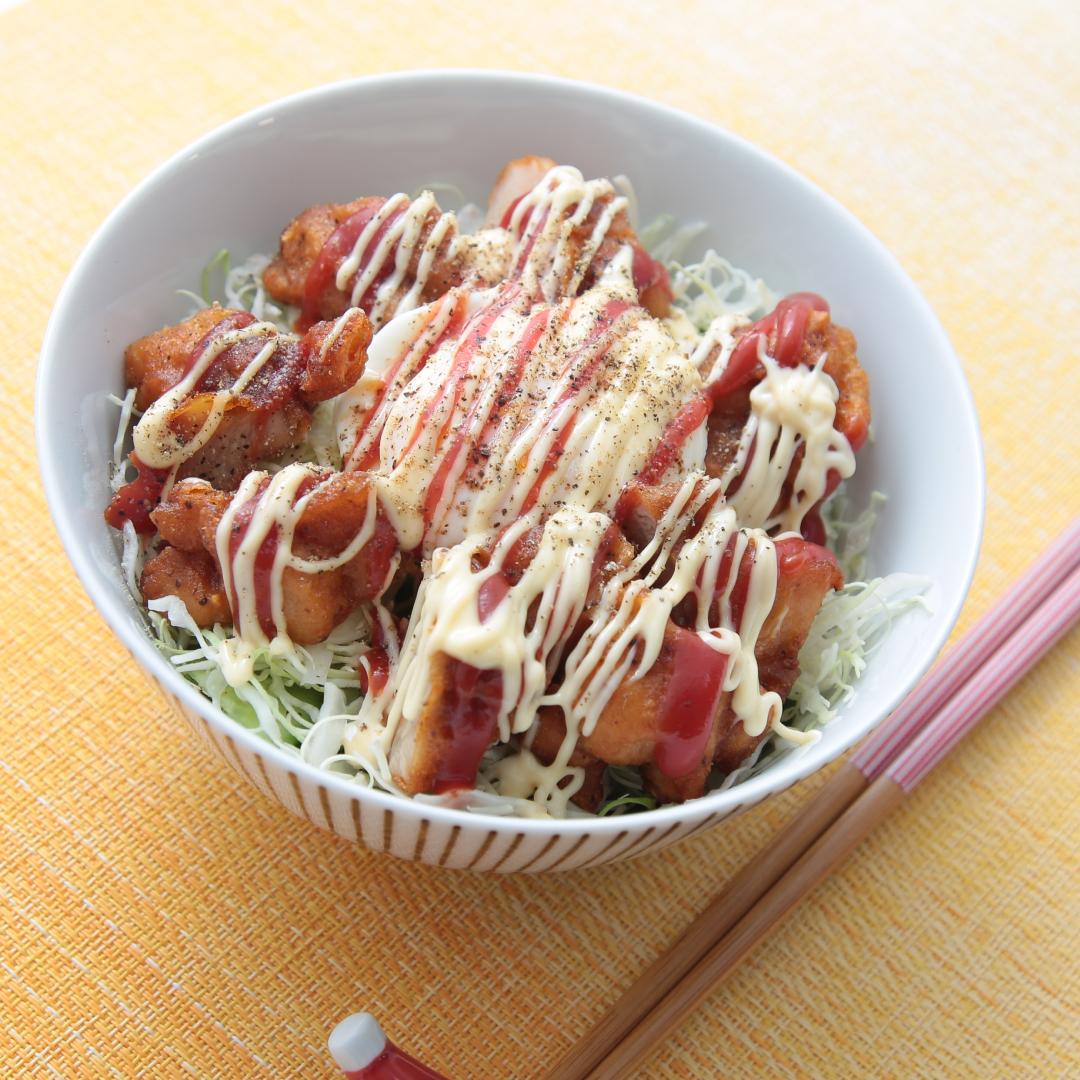 電子レンジで簡単、10分で完成「ジャンクな唐揚げ丼」