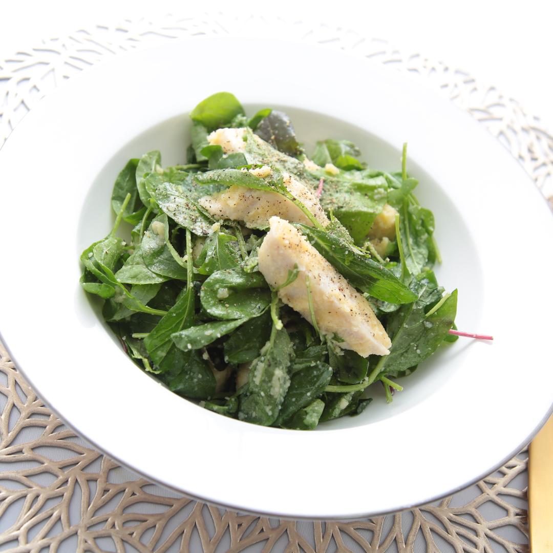 混ぜるだけで簡単、3分で完成「サラダチキンとベビーリーフのダイエットサラダ」@ズボラ飯